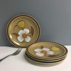 Hearthside Dogwood salad plates - set of 4 - vintage stoneware Vintage Dishes, Vintage China, Vintage Items, Dogwood Flowers, Japanese Dishes, China Sets, Salad Plates, Plate Sets, Large White