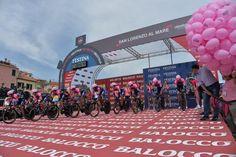 Giro d'Italia @giroditalia Via! Go! #giro pic.twitter.com/kUlCxvFjhw