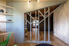 cr ation d 39 une biblioth que bureau sur mesure et d 39 une chambre suppl mentaire dans un. Black Bedroom Furniture Sets. Home Design Ideas