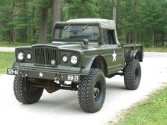 Kaiser M-715, based on Jeep Gladiator pickup.  One of my all time favorite military vehicles.