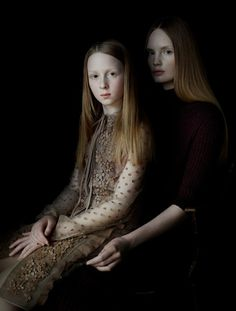 Julia Hetta's style is immediately recognizable, you can't help but notice the nod to Rembrandt in her beautiful, renaissance-style portraits – the frail light falling on her subjects seems to be the same that touched on Van Eyck or Vermeer's canvases