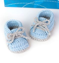 Do you love simple (beginner) crochet projects and super adorable baby clothes? Crochet cute simple baby shoes suitable for boys and girls! Nothing fancy, no flowers, no bows or colorful buttons. Even if you are a beginner in crocheting you will love ...
