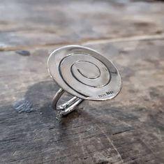 Tää seppä tykkää tosta spiraalin muodosta -  ja näköjään se tuppaa esiintymään yhdessä sun toisessa korussa. Hmmm eiks se merkkaa jatkuvuutta?! #spiraali #sormus #uniikkikoru #spiral #ring #stability #uniquejewelry #finnishdesign #jewelrydesigner #koruseppä #anuek #kerava Belly Button Rings, Silver Rings, Party Ideas, Jewelry, Jewlery, Jewerly, Schmuck, Ideas Party, Jewels