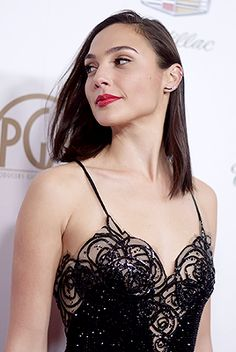 Gal Gadot our Wonder Woman hair hairstyle style wonder woman Gal Gardot, Gal Gadot Wonder Woman, Sexy, Beautiful Women, Curvy, Hairstyle, Hollywood, Actresses, Celebrities