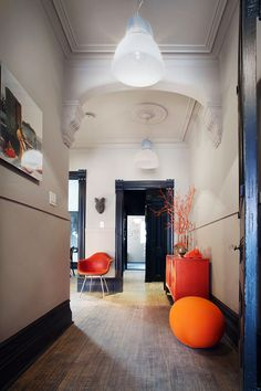 Retro Modern House With Black And White Interior Palette interior design White Retro Palette Modern Interior House Black Style At Home, Beautiful Interiors, Colorful Interiors, Old Victorian Homes, Victorian House, Black And White Interior, Interior Design Inspiration, Hallway Inspiration, Design Ideas