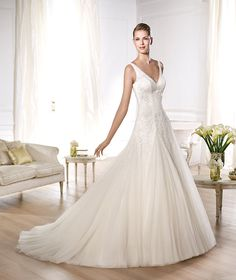 Pronovias presents the Oly wedding dress. Glamour 2014. | Pronovias