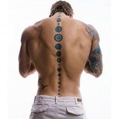 Tatouage sexy pour homme : la colonne vertébrale tatouée