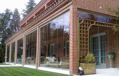 Chiusura di vetro in giardino d'inverno elegante