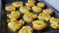 Kraschad potatis med vitlökssmör Side Recipes, Baby Food Recipes, Cooking Recipes, Food Baby, Going Vegetarian, Vegetarian Recipes, Tummy Yummy, Zeina, Vegan Side Dishes