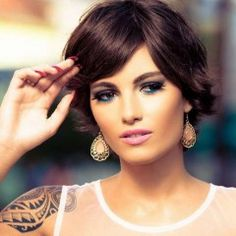 01Short-Hairstyle-with-Side-Swept-Bangs-Chic-Haircuts-for-Women-2015[1]