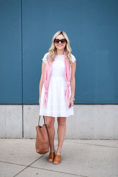 Scarves are the easiest way to accessorize in the spring, especially because they double as an added layer of warmth when the temperatures are up-and-down. Ways To Wear A Scarf, How To Wear Scarves, White Linen Dresses, Spring Scarves, Next Clothes, Feminine Style, Feminine Fashion, Facon, Scarf Styles