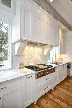 Kitchen Hoods, Kitchen Stove, White Kitchen Cabinets, New Kitchen, Kitchen Decor, Kitchen Ideas, Kitchen Backsplash, Kitchen Cooktops, Kitchen Soffit