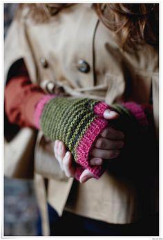 Big Apple Mitts from Rowan City Retreat by Martin Storey using Rowan Creative Focus™ Worsted - English Yarns Fingerless Gloves Knitted, Knit Mittens, Knitting Supplies, Knitting Projects, Loom Knitting, Knitting Patterns, Fall Knitting, Crochet Hand Warmers, Rowan Yarn
