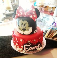 Classic minnie mouse 1st birthday cake www.facebook.com/carinaedolce   #carinaedolce www.carinaedolce.com First Birthday Cakes, Birthday Party Themes, First Birthdays, Minnie Mouse, Facebook, Desserts, Food, Tailgate Desserts, One Year Birthday