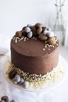 chocolate pie decorating easter with small easter eggs - Feste - Cake-Kuchen-Gateau Food Cakes, Cupcake Cakes, Chocolate Easter Cake, Chocolate Hazelnut, Delicious Chocolate, Dessert Parfait, Cake Recipes, Dessert Recipes, Easter Treats