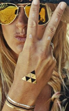 Transform your entire look in a flash with these beautiful golden tattoos by #MissHolly