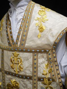 Inspired by a Mexico City chasuble dating from 1898, we first made this design as a five piece Mass of Thanksgiving set for a newly ordained priest of...