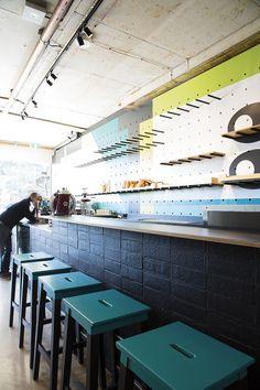 Bar Testoni | Sydney, teal, dark blue grey & yellow accent, stool, car, counter