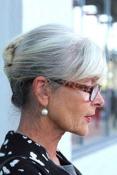 klassiek - Grace Kelly - haarwrong tijdens DDW Eindhoven Stop Grey Hair, Long Gray Hair, Grey Wig, Silver Grey Hair, White Hair, Grey Hair Oil, Shampoo For Gray Hair, Natural Hair Growth, Natural Hair Styles