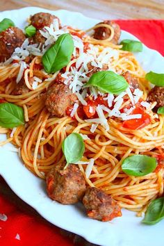 Spaghetti met balletjes - Francesca Kookt Great Pasta Recipes, Vegetarian Lifestyle, Food Goals, Italian Pasta, Everyday Food, How To Cook Pasta, I Love Food, Pasta Dishes, Food Inspiration