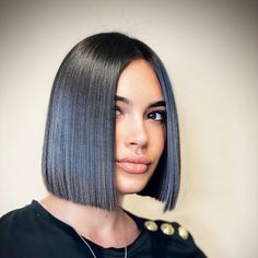 Short Inverted Bob Haircuts, Straight Hairstyles, Blunt Hair, Blunt Bob, Blunt Cuts, Line Bob Haircut, Hair Cutting Techniques, Lob Hairstyle, Celebrity Hair Stylist