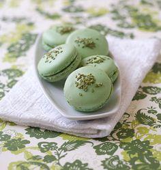 Macarons à la pistache et au wasabi - les meilleures recettes de cuisine d'Ôdélices  http://www.odelices.com/recette/macarons-a-la-pistache-et-au-wasabi-r2303