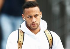 Gold and white on Neymar is too much for me to handle, i can't breathe Football Soccer, Football Players, Neymar Jr, Fifa World Cup, Champions League, My Boyfriend, Ronaldo, Henry Cavill, Psg
