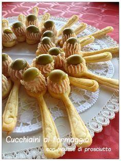 Antipasti di cucchiaini al formaggio con mousse di prosciutto cotto