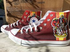 Bijoux Harry Potter, Mode Harry Potter, Harry Potter Style, Harry Potter Tumblr, Harry Potter Fandom, Harry Potter Converse, Harry Potter Shoes, Harry Potter Outfits, Converse All Star