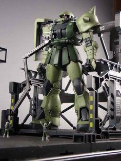 MG1/100 Ver.2.0 ザクF型 格納庫ジオラマ  塗装済完成品 - ヤフオク!