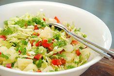 Spidskålssalat med ananas og peberfrugt på 10 minutter Salad Menu, Salad Dishes, Easy Salad Recipes, Easy Salads, Crab Stuffed Avocado, Light Summer Dinners, Cottage Cheese Salad, Seafood Salad, Tomato Vegetable