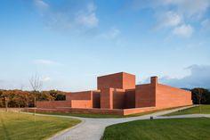 Llinars Auditorium by Alvaro Siza and Aresta Arquitectura