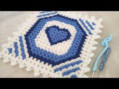 Free Stock Video, Hand Applique, Diy Crafts, Blanket, Youtube, Farmhouse Rugs, Bed Covers, Little Girl Clothing, Make Your Own