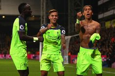 Roberto Firmino Liverpool oslavuje so spoluhráčmi