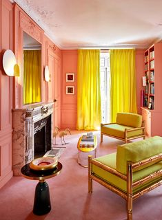 The French interior designer and furniture Géraldine Prieur opened the doors of his Parisian home, with a striking and contemporary decor. To escape from the c Contemporary Apartment, Contemporary Decor, Kitchen Contemporary, Harmony Design, Color Harmony, Zeitgenössisches Apartment, Sala Grande, Sweet Home, Yellow Interior