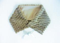 col pour femme en fausse fourrure beige modèle créateur unique : Echarpe, foulard, cravate par lefil