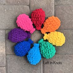 Make a set of these reusable water balloons in a day for a summer full of fun! Crochet this set of water balloons in the time it would take you to fill regular balloons with water. A quick project that is reusable, eco-friendly, and latex-free! One Skein Crochet, Crochet Car, Crochet Gratis, Easy Crochet, Crochet Toys, Free Crochet, Ravelry Crochet, Crochet Summer, Crochet Fruit