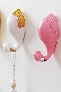 Zoo Animal Self Adhesive Hook for Kids Bedroom / These cute animal hooks come in 4 styles: Elephant, giraffe, swan and flamingo. Your kids will love hanging up their backpack and coat on this cute hooks, which means less cleaning for you! Baby Shower Prizes, Baby Shower Supplies, Baby Shower Brunch, Boho Baby Shower, Baby Shower Favors, Baby Shower Themes, Baby Boy Shower, Baby Shower Invitations, Baby Shower Gifts
