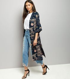 Introduce floral prints into your holiday wardrobe this season with this 3/4 sleeve kimono. Layer over a t-shirt, jeans and finish with heels for the perfect look.- All over floral print- Open front- 3/4 sleeves- Casual fit that is true to size- Longline design- Kimono length (as shown): 44