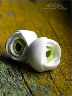 lovley white ranunculus from polymer clay by Zubiju