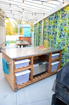 Kati Farrer wanted a backyard kitchen and dining area. She used DIY skills and made the backyard pergola and oasis of her dreams. Small Outdoor Kitchens, Outdoor Kitchen Plans, Backyard Kitchen, Outdoor Kitchen Design, Home Decor Kitchen, Kitchen Ideas, Dirty Kitchen Design, Covered Outdoor Kitchens, Small Patio