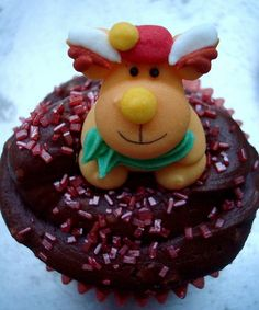 How to decorate Christmas cupcakes with reindeer #christmas #cupcake #reindeer