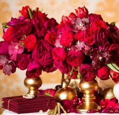 Tischdeko in Rot passt zu einer Hochzeit im Winter. Entdeckt tolle Beispiele bei uns im Blog...
