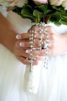 Wedding bouquet with a beautiful Rosary, I had this at my wedding!!! Beautiful!!!!