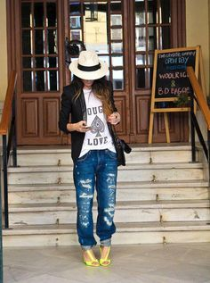 Pastel yellow, blue jeans, white printes tshirt and hat