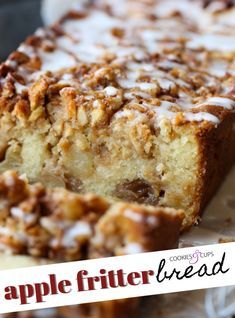 apple bread CRAZY Delicious Apple Fritter Bread is soft, moist, packed with apples and cinnamon sugar! Its an amazing apple bread recipe that you will make time and time again! Apple Fritter Cake, Apple Pie Bread, Apple Cinnamon Bread, Apple Fritters, Moist Apple Bread Recipe, Recipe Fritter, Apple Loaf, Moist Apple Cake, Fruit Bread