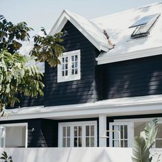 Salt Three - The Cottage We get a lot of requests for our exterior paint colours so thought we'd make it a post of i Die Hamptons, Hamptons Style Homes, Exterior Paint Colors, Exterior House Colors, Paint Colours, Exterior Stairs, Modern Exterior, Exterior Design, House Cladding