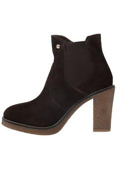 Andrea Morelli MILLY Korte laarzen testa di moro Meer info via http://kledingwinkel.nl/product/andrea-morelli-milly-korte-laarzen-testa-di-moro/