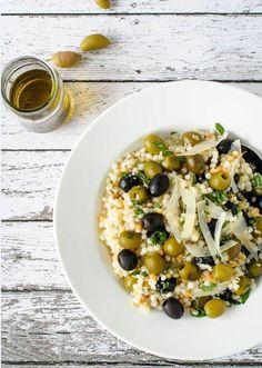 Tipico della cucina del Nord #Africa e della Sicilia occidentale, il c#ouscous è molto apprezzato per la sua duttilità e le proprietà nutrizionali. A seconda dell'area geografica cambia il modo di prepararlo e di consumarlo.