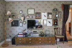 Swedish House, Vintage Room, Konmari, Room Wallpaper, Wallpaper Ideas, House Tours, Interior Inspiration, Gallery Wall, Relax
